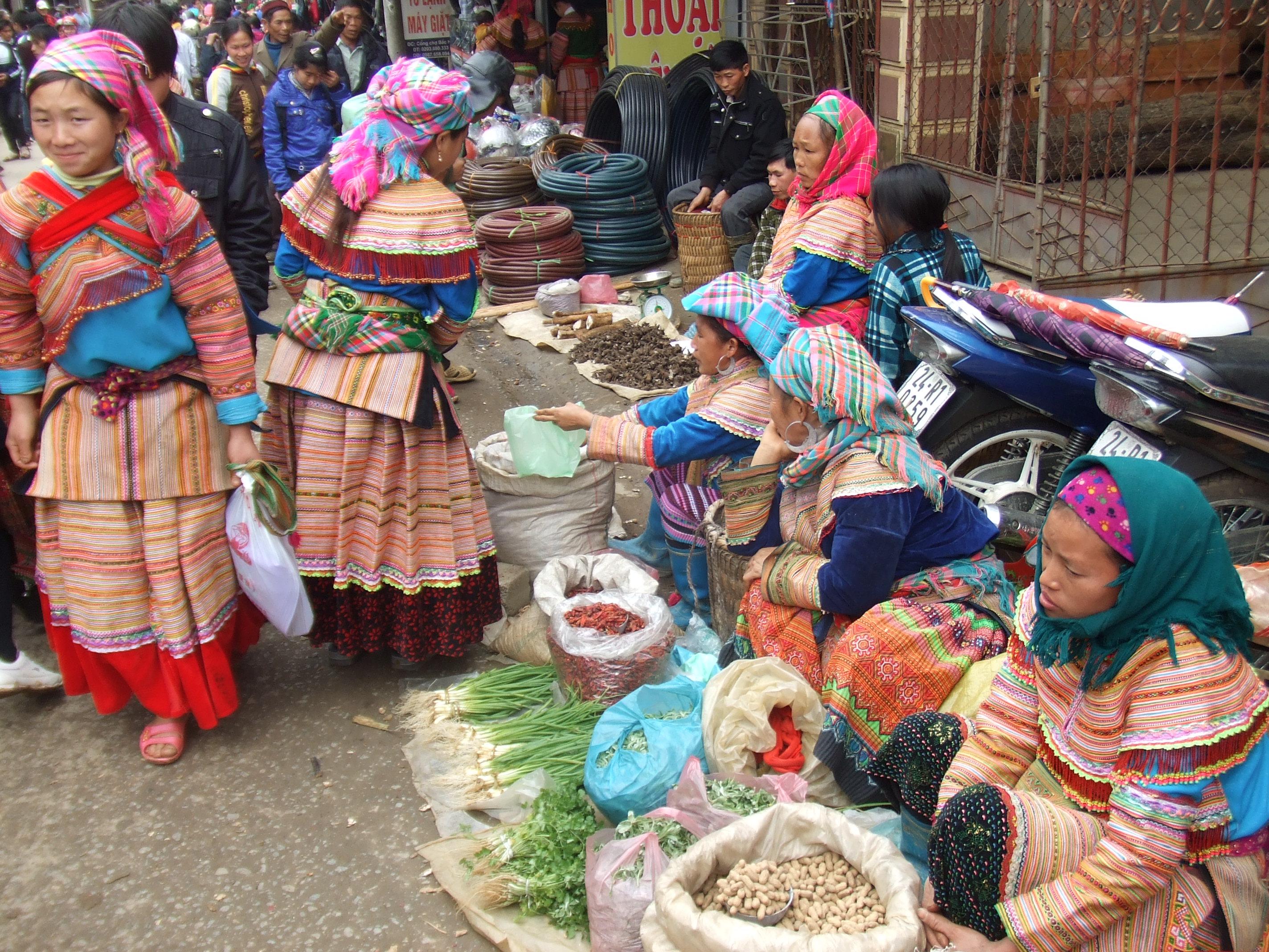 ベトナム 花モン族