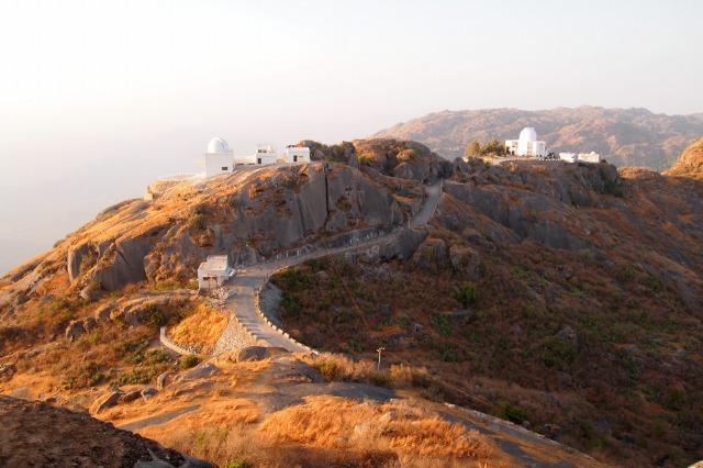 宗教色強い町「Mt.Abu」(安宿)...