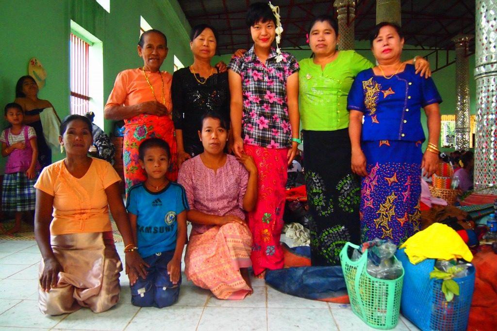 ミャンマー タウンビョン精霊祭 旅女